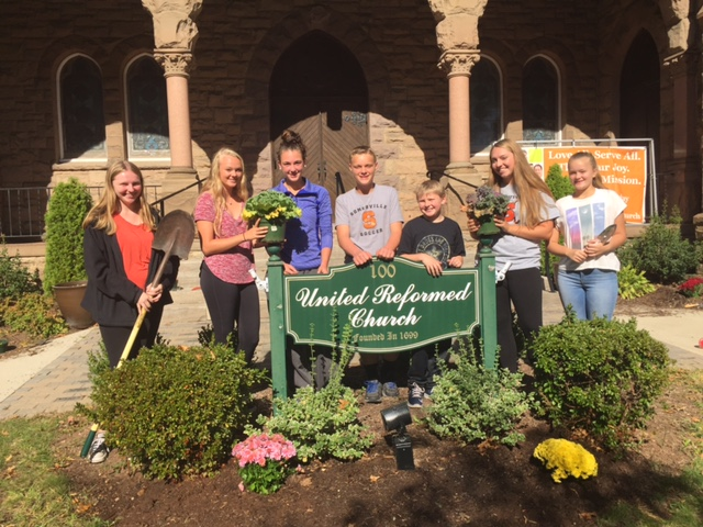 Youth Group Planting 02